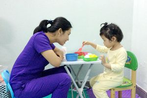 Hết lòng hỗ trợ trẻ em chậm phát triển