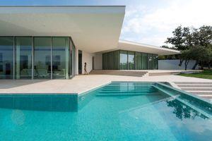 Nhà đẹp hiện đại với bể bơi ngoài trời cực chất