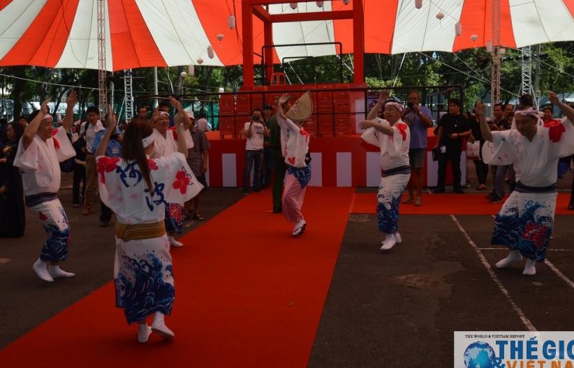 Việt Nam - Nhật Bản: 'Cùng nắm chặt tay nhau' trong nắng đẹp chan hòa