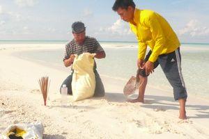 Nắm cát vàng từ Hoàng Sa