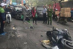 Hà Nội: Ô tô gây tai nạn liên hoàn trên phố Ngọc Khánh, 1 người tử vong