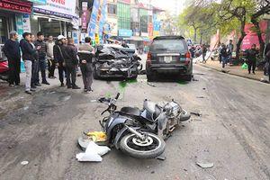 Hà Nội: Xe 'điên' gây tai nạn liên hoàn, 1 người tử vong