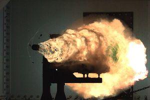 Cận cảnh thử nghiệm đạn pháo siêu tốc của Hải quân Mỹ