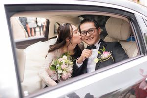 Những hình ảnh 'có một không hai' trong lễ cưới NSND Trung Hiếu và vợ kém 19 tuổi
