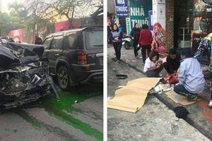 Xe điên gây tai nạn liên hoàn trên phố Ngọc Khánh, 1 phụ nữ tử vong