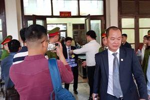 Xét xử vụ chạy thận 9 bệnh nhân tử vong tại Hòa Bình: HĐXX bác yêu cầu của luật sư Phạm Quang Hưng