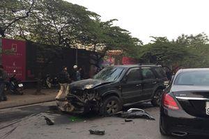 Hà Nội: 'Xe điên' khiến 1 bà cụ bán hàng rong thiệt mạng, nhiều ô tô, xe máy hư hỏng