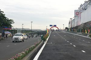 Thông xe cầu vượt thép vòng xoay Nguyễn Kiệm