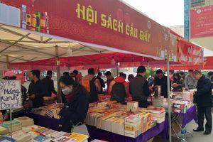 Hà Nội: Nhộn nhịp hội sách Cầu Giấy