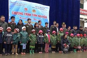 Công an tỉnh Lào Cai phối hợp với CATP Hải Phòng tổ chức chương trình 'Xuân yêu thương'