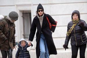 'Chân dài' Irina Shayk để mặt mộc, mặc đồ kín đáo đi chơi cùng con gái