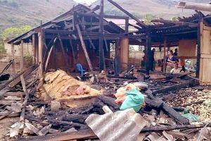 Chồng đổ xăng đốt nhà, vợ tử vong