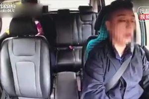 Taxi đâm đầu vào xe tải thảm khốc vì tài xế ngủ gật