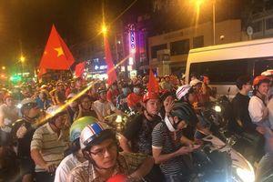 Người Sài Gòn ùa xuống đường mừng đội tuyển Việt Nam chiến thắng