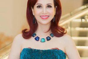 Hoa hậu Diệu Hoa U50 vẫn trẻ trung, khoe vai trần kiêu sa, quyến rũ