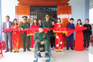 Bàn giao nhà đồng đội, trao tặng Huân chương Chiến công hạng Nhất cho Đại úy Nguyễn Đình Tài