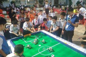 Gần 150 thí sinh tranh tài tại cuộc thi Robotacon