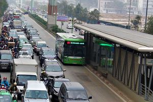 Bảo vệ xe buýt nhanh BRT: Hà Nội liệu có 'cố đấm ăn xôi'?!
