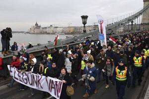 Hungary: Biểu tình rầm rộ ở phản đối luật lao động sửa đổi
