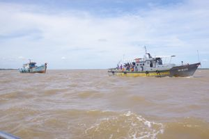 BĐBP Sóc Trăng cứu nạn thành công 1 tàu cá và 10 ngư dân gặp nạn trên biển