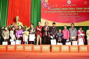 Phó Thủ tướng thường trực Trương Hòa Bình tặng quà tết tại A Lưới