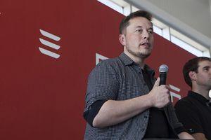 Tesla cắt giảm nhân lực để tăng sản lượng xe hơi