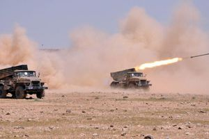 Pháo binh Syria lại trút lửa tấn công khủng bố và 'quân nổi dậy' ở Hama, Idlib