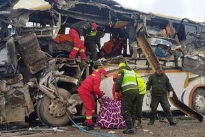 Ít nhất 22 người tử vong trong vụ tai nạn xe buýt kinh hoàng ở Bolivia