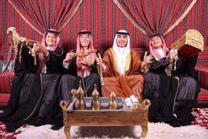 'Hoàng tử' Đức Huy mừng sinh nhật trong 'núi vàng' ở UAE