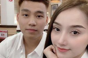 Văn Thanh về nước, xuất hiện tình tứ bên bạn gái xinh đẹp