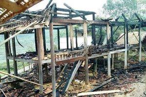 Nghệ An: Chồng phóng hỏa đốt nhà sàn để hả cơn giận vợ