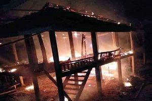 Mâu thuẫn với vợ, người đàn ông phóng hỏa đốt nhà trong cơn say