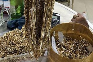 6 năm làm việc tại tiệm vàng, trộm hàng trăm lượng vàng đem về nhà cất giấu