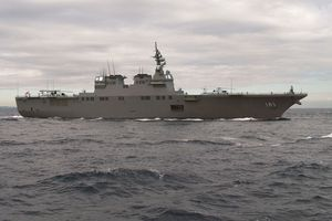 Hình ảnh tàu sân bay lợi hại Hyuga của hải quân Nhật Bản
