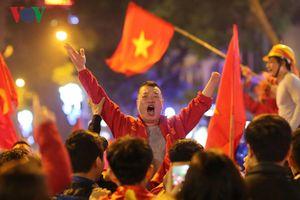 CĐV Thủ đô 'cháy' hết mình sau chiến thắng kịch tính của ĐT Việt Nam