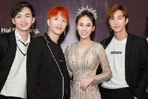 Monstar và Cao Thiên Trang tới chúc mừng Hoa hậu Thu Hoàng