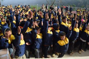 700 em học sinh Hoàng Su Phì có áo ấm đến trường