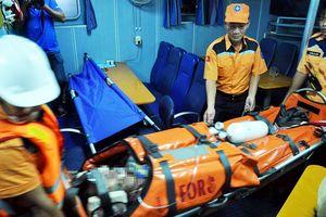 Hai ngư dân tử vong khi xuống hầm tàu khai thác hải sản cứu người