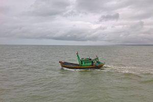 Chìm tàu cá Bình Thuận, hai người chết và mất tích