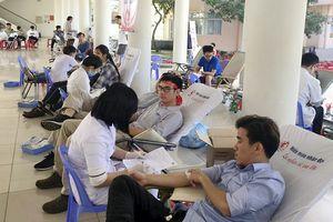 Người lao động hiến 350 đơn vị máu