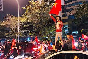 Muôn kiểu 'đi bão' mừng Việt Nam vào tứ kết Asian Cup 2019