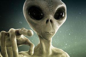 Cực nóng: Con người bị người ngoài hành tinh theo dõi?