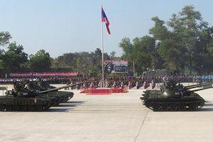 Trả Nga xe tăng T-34, Lào khoe vũ khí mới trong lễ diễu binh