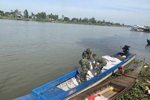 Đồn Biên phòng cửa khẩu Long Bình bắt vụ vận chuyển 1,5 tấn đường nhập lậu