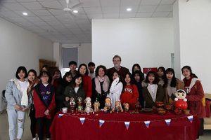 Đại học Hà Nội với dự án 'Tiếng Nga vì cộng đồng'.