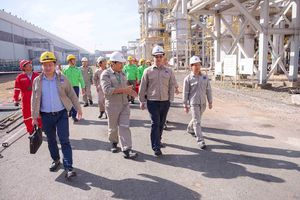 Chủ tịch HĐQT PVFCCo Nguyễn Tiến Vinh kiểm tra công tác tại Nhà máy Đạm Phú Mỹ
