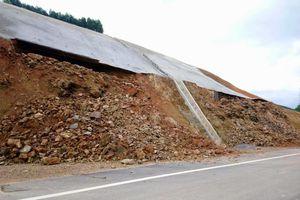 Cao tốc 11.000 tỷ La Sơn - Túy Loan chưa thông xe đã gặp sạt lở nặng