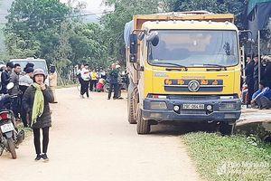 Nghệ An: Cháu bé 3 tuổi tử vong thương tâm dưới bánh xe tải
