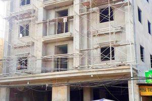 3 công nhân rơi từ tầng 4 xuống đất, hai người chết