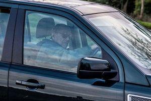 Chồng Nữ hoàng Anh bị cảnh sát hỏi thăm vì lái xe không thắt dây an toàn
